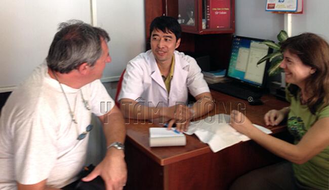bệnh nhân người ý chữa bệnh trĩ